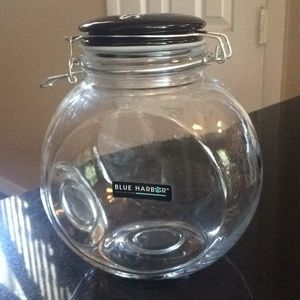 TREAT CONTAINER FOR DOGS